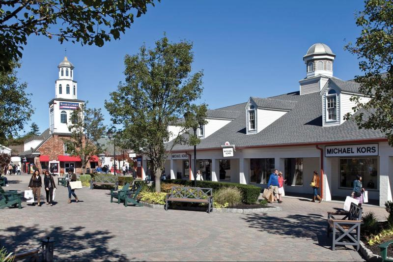 Woodbury-Commons-Premium-Outlets.jpg