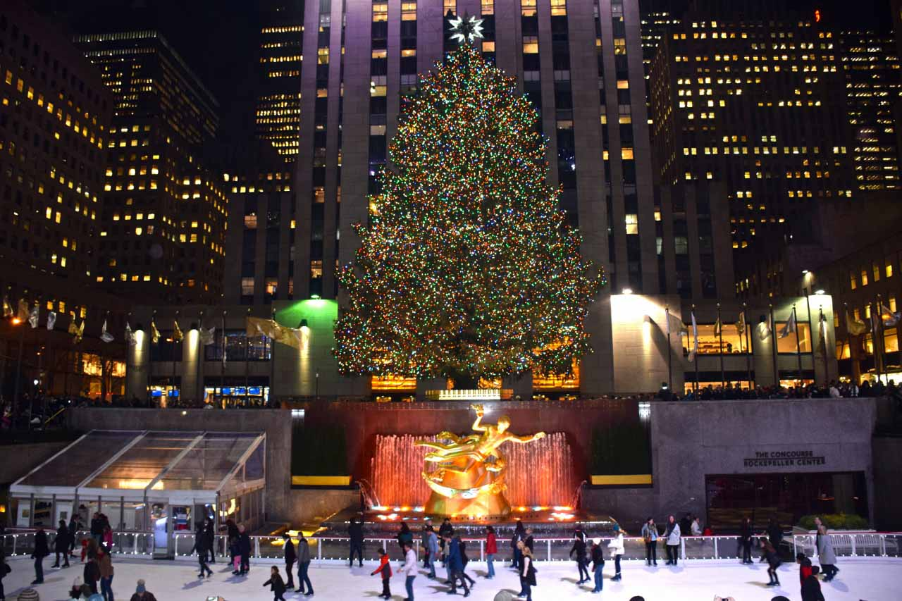 Gray_Line_New_York_Holiday_Lights_Rockefeller_Center_Tree.jpg