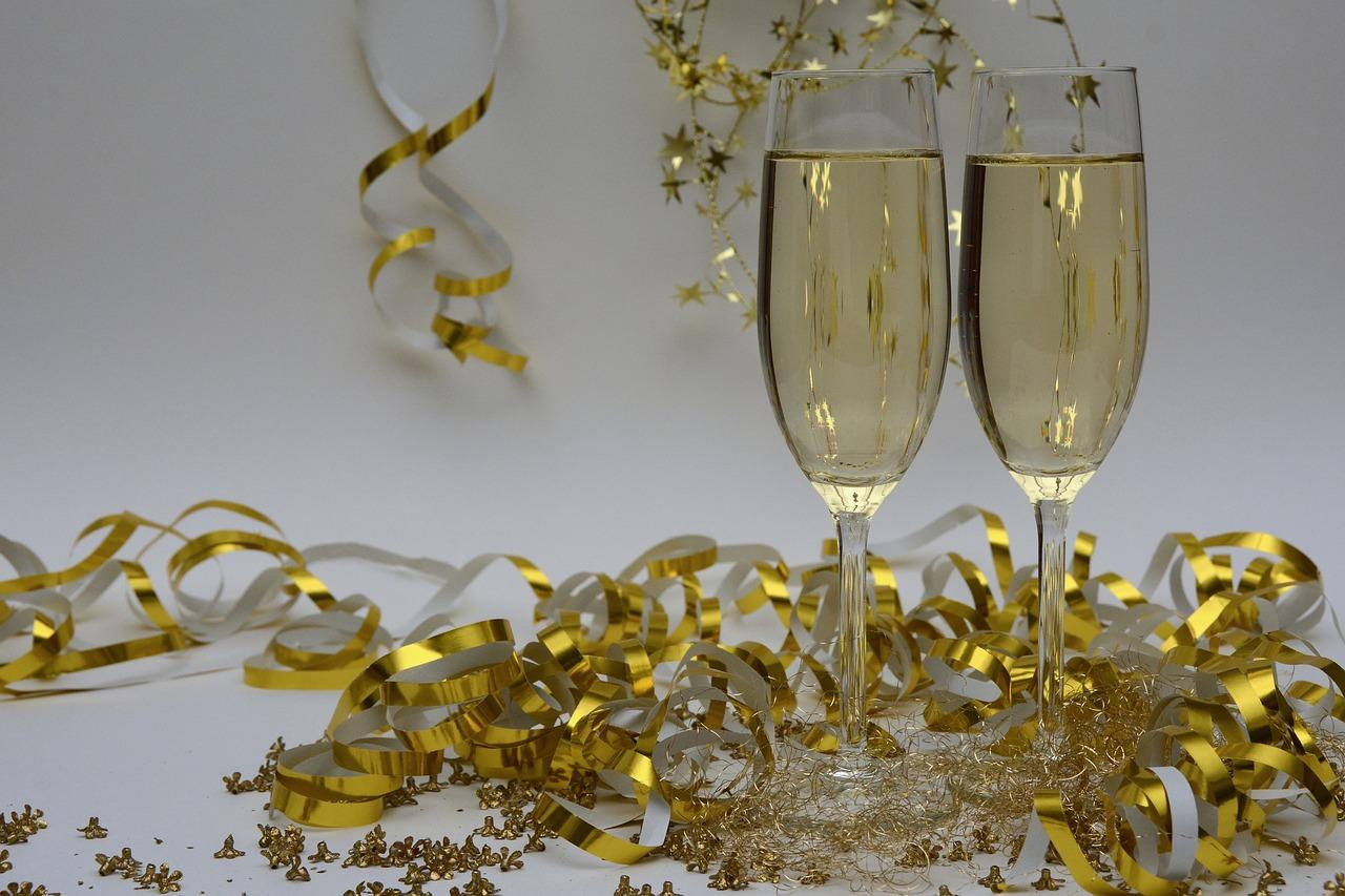 champagne-glasses-new-york-new-year.jpg