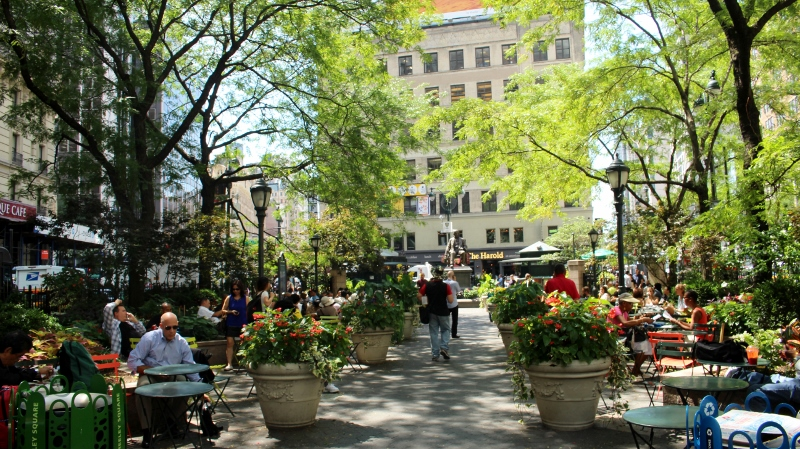 Gray-Line-New-York-Herald-Square-Greeley-Square_800x449.jpg