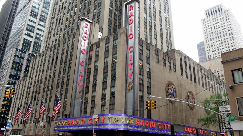 Gray-Line-New-York-Radio-City-Stage-Door-Tour-Radio-City-Sign-9_800x449.jpg