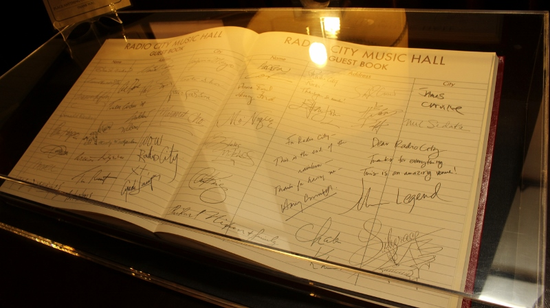 Gray-Line-New-York-Radio-City-Stage-Door-Tour-Guest-Book_800x449.jpg